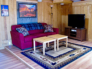 Bryce Canyon Deluxe Private Yurt - Living Room