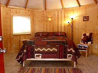 Bryce Canyon Private Studio Yurt - Queen Bed