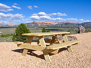 Running Deer TIPI near Bryce Canyon - Picnic Table