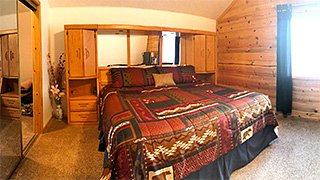 Zion - Bryce Midway 3-Story Hi-Tech Cabin Master Bedroom